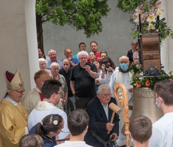 Blagoslovitev zvona v Gojačah