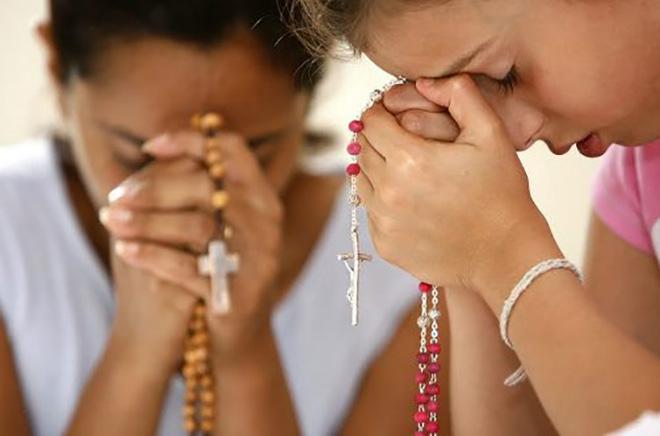 Meseca maja iz svetovnih svetišč molitev rožnega venca za konec pandemije